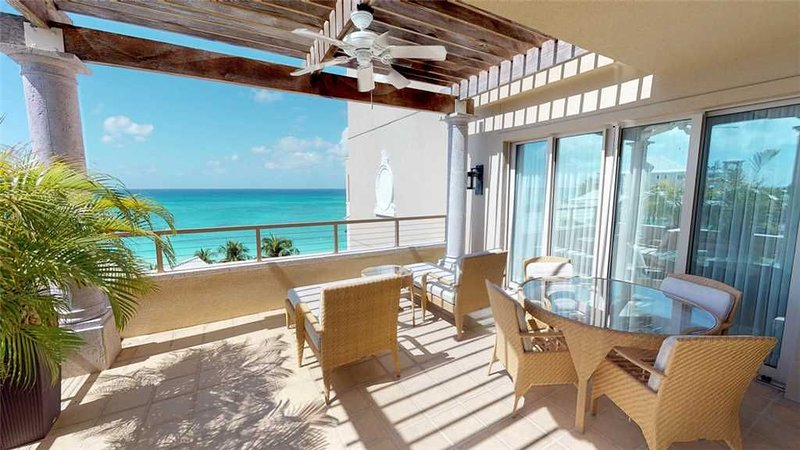 Elegant Ocean View Apartment steps from 7 Mile Beach located at The Ritz-Carlton, vacation rental in Seven Mile Beach