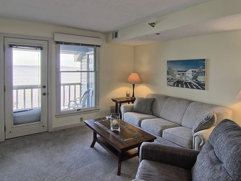 NSI301 is a charming 2BR North Shore Inn Condo on World Class Lake Michigan!, aluguéis de temporada em Acme