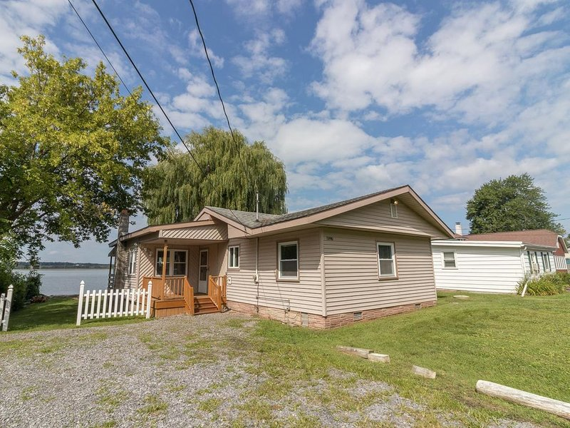 Sunset Bay:'A Quaint Bungalow by the Lake', alquiler vacacional en Cayuga