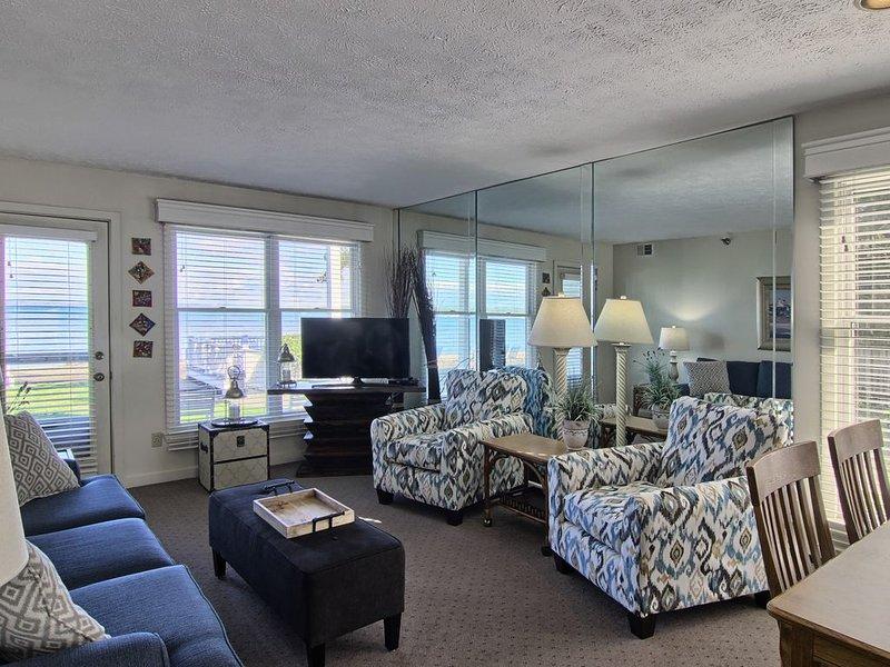 NSI106 - Charming 2BR North Shore Inn Condo on World Class Lake Michigan!, aluguéis de temporada em Acme