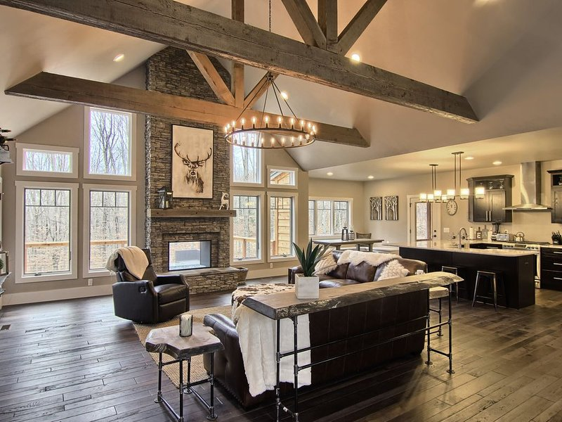 Gorgeous Brand New Custom 5 Bedroom Ski In / Out Home in Gated Community, vacation rental in Charlevoix County