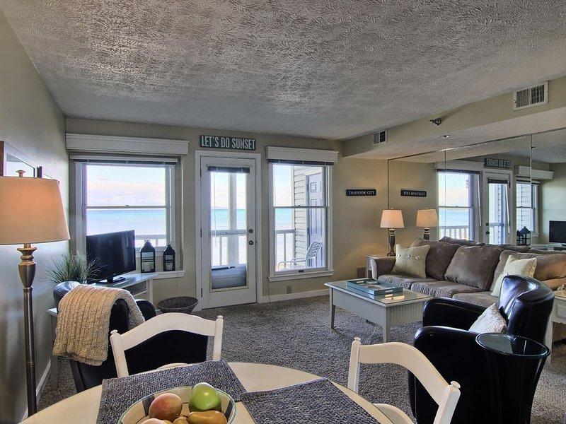 NSI206 is a charming 2BR North Shore Inn Condo on World Class Lake Michigan!, aluguéis de temporada em Acme