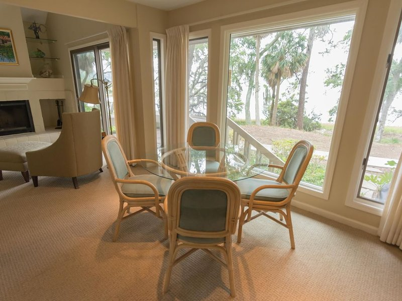Two Bedroom Bluff Villa Just Steps to Dataw Amenities!!, holiday rental in Saint Helena Island