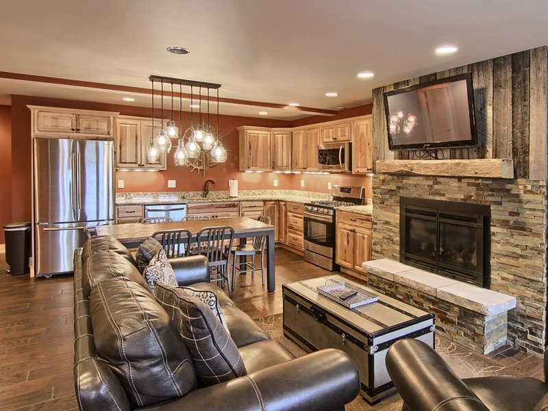 Newly Renovated Beautiful 3 Bedroom/3 Bathroom Mountain Villa Condo, vacation rental in Charlevoix County