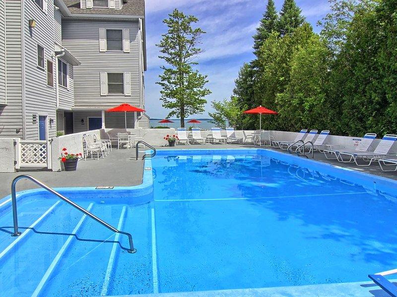 NSI304 is a charming 2BR North Shore Inn Condo on World Class Lake Michigan!, aluguéis de temporada em Acme