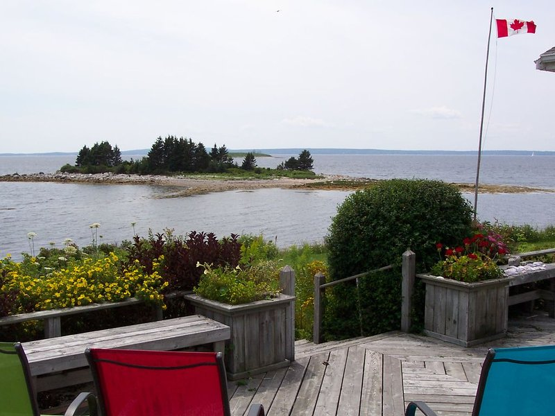 OCEANFRONT Luxury -Location- VIEWS- Private Island - YEAR ROUND, holiday rental in Halifax Regional Municipality