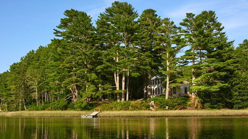 Sunlit Comfort on Private Waterfront - Complete Tranquility Minutes from Town, vacation rental in South Thomaston