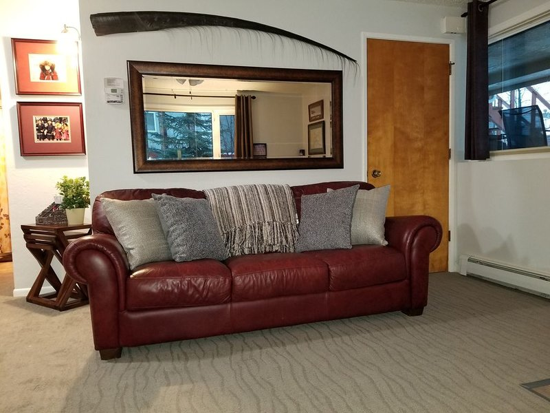 Beautiful one bedroom, Fully Furnished With Private Entrance.Ground floor ., holiday rental in Anchorage