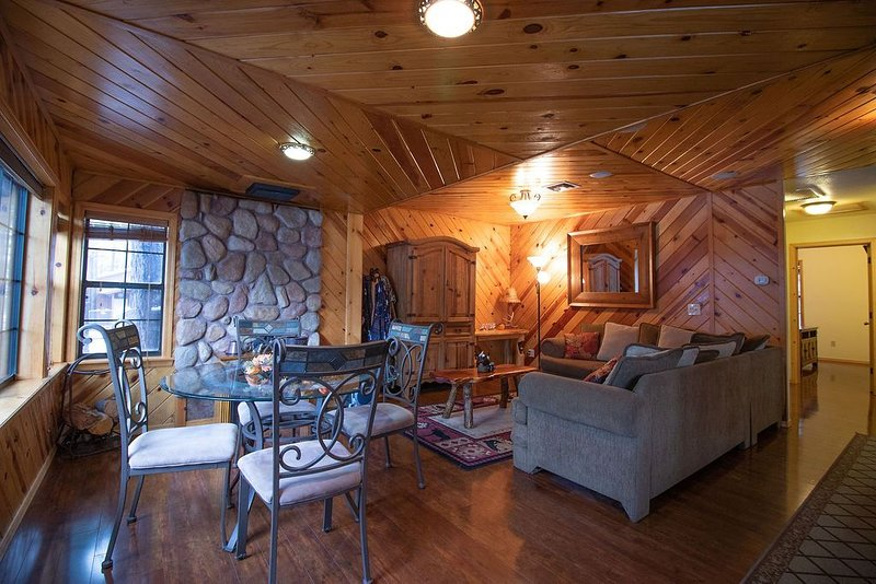 Need a Scenery Change? Relax or WFH in the mtns!, location de vacances à Pinetop-Lakeside