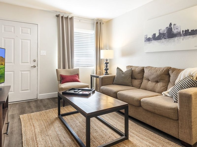 Recent REMODEL! Minutes to Old Town Scottsdale!, holiday rental in Tempe