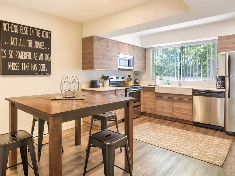 HOME away from home in Tempe, holiday rental in Tempe