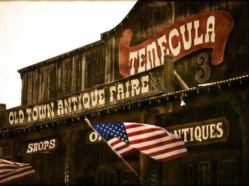 Visite el famoso casco antiguo de Temecula para comprar antigüedades
