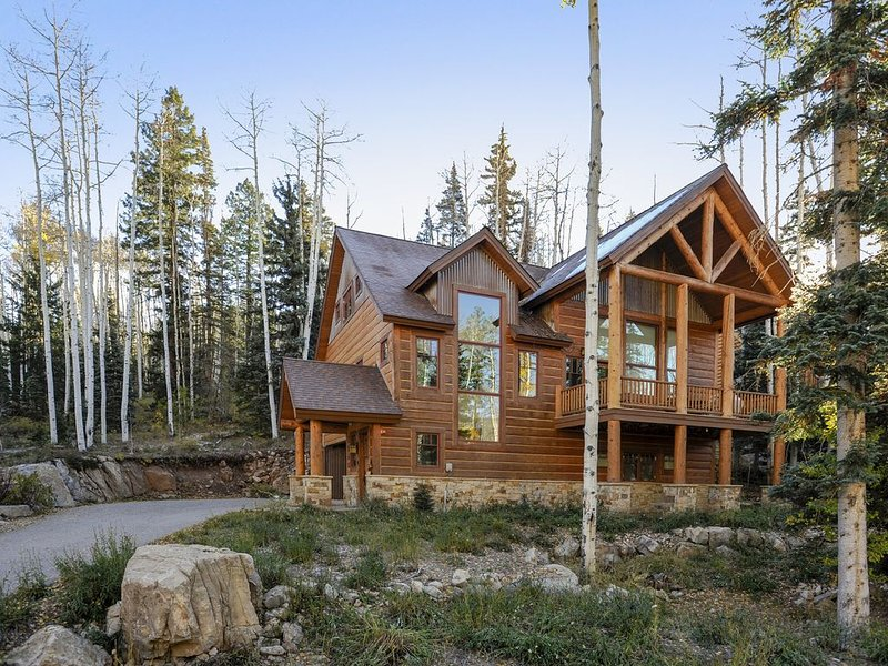 3,300 Sq Ft Elegant Mountain Retreat. Custom Home with private shuttle to resort, location de vacances à Rico