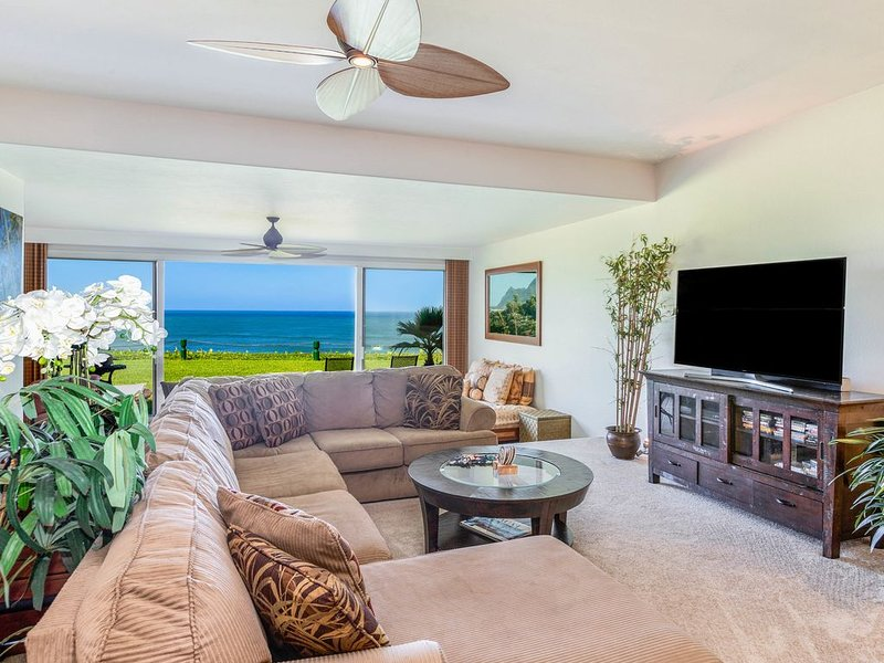 Beautifully Decorated Condo with Ocean Views Bound to Take Your Breath Away!, holiday rental in Wainiha