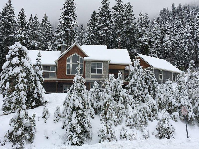 Mission Ridge Cabin just minutes from a beautiful Mission Ridge Ski Resort, location de vacances à Wenatchee