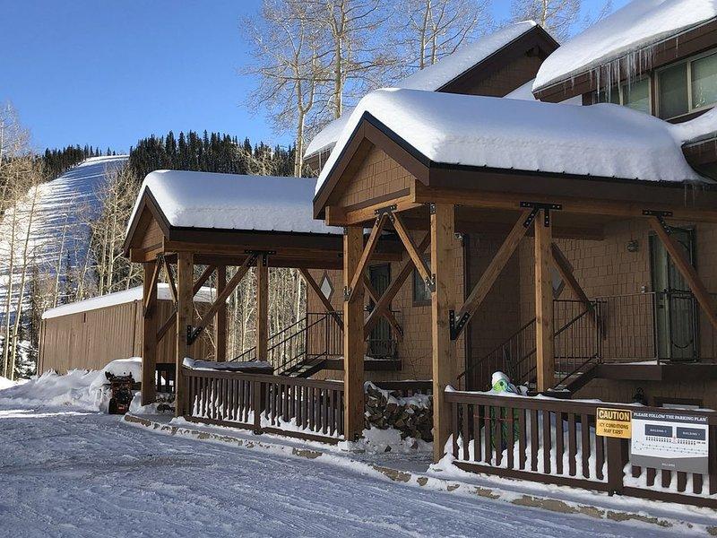 Ski in, Ski Out Condo at Eagle Point Ski Resort | Sleeps 10,  7 beds Remodeled, location de vacances à Junction