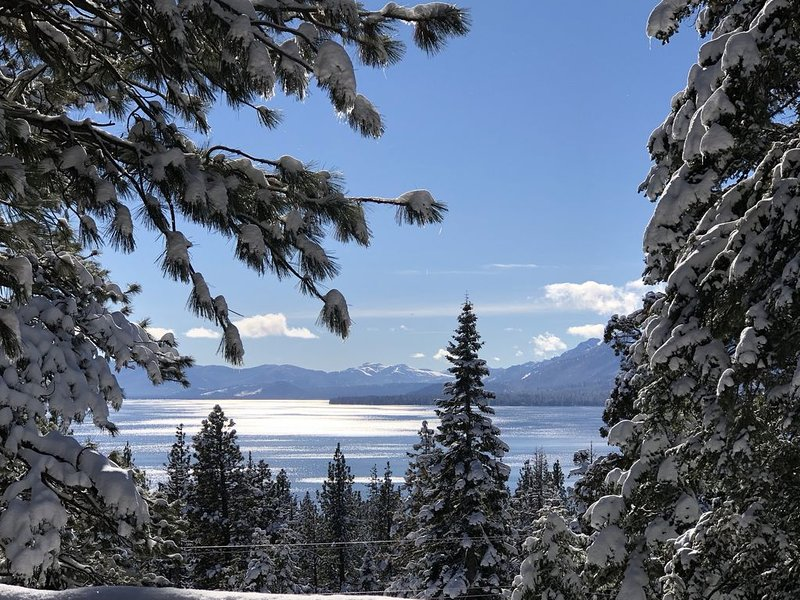 Tahoe City Cabin~Spectacular Lake View! Walk to Lake and City * WIFI* – semesterbostad i Tahoe City