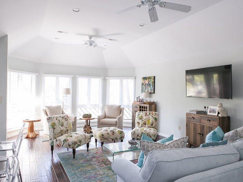 Kiawah Premier Villa: Sunroom with lagoon views: Discounted long winter stays, alquiler de vacaciones en Kiawah Island