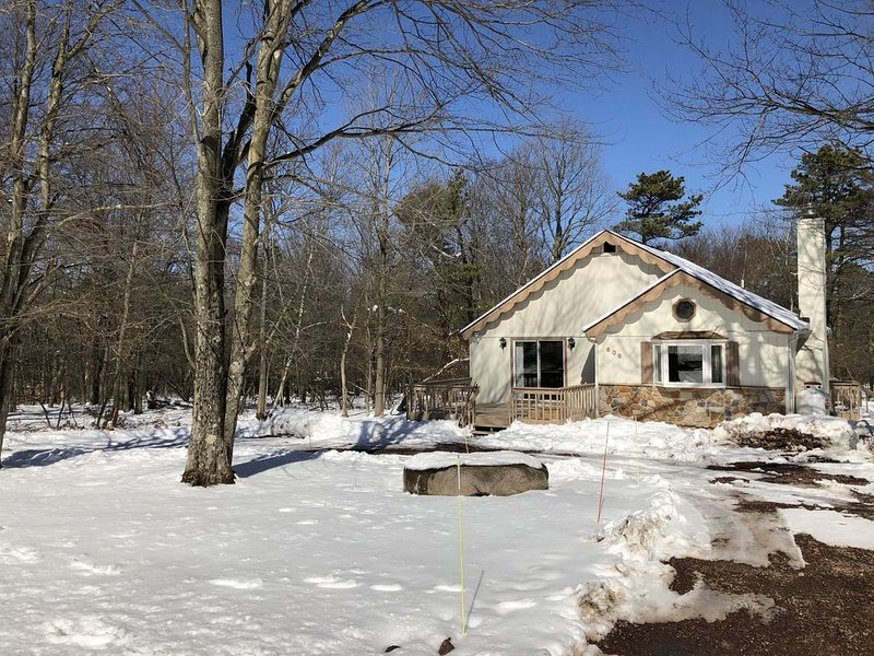 Immaculate Cottage near Lake Harmony, sleeps 6 – semesterbostad i Albrightsville