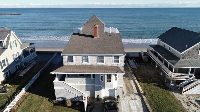 Beachfront vacation house perfect for big family's!, casa vacanza a Marshfield