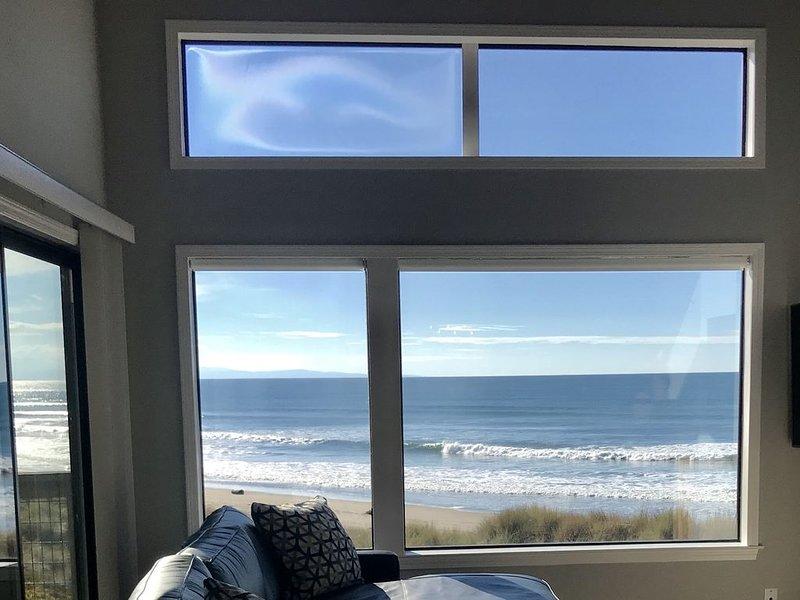Beachfront Condo with Spectacular Views, Comfort and Fun For All, alquiler de vacaciones en Gilroy