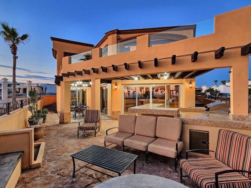Gorgeous Gated 4200sq Ft *5 Star* 5 Bed 5Bath Sandy Beach Home, location de vacances à Puerto Penasco