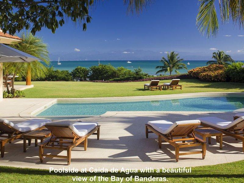 Luxurious 5 Star Oceanfront Villa / In Gates / Wonderful Staff, location de vacances à Punta de Mita