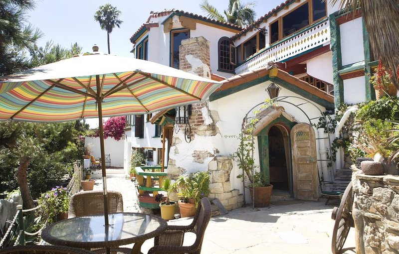 Stunning 1930s Mediterranean with Stunning Ocean Views, Fully-Equipped., holiday rental in Topanga