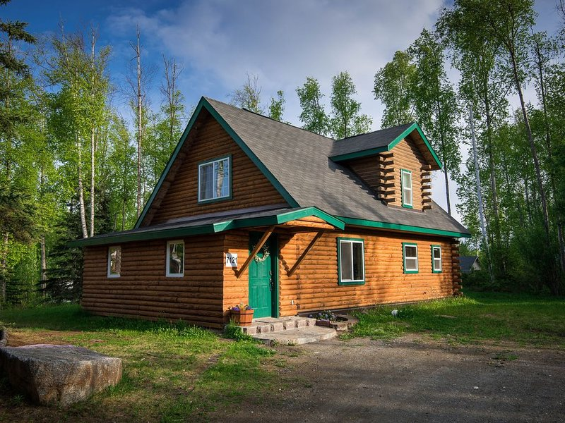 Alaskan Log Cabin on Wooded 1/2 Acre, vacation rental in Wasilla