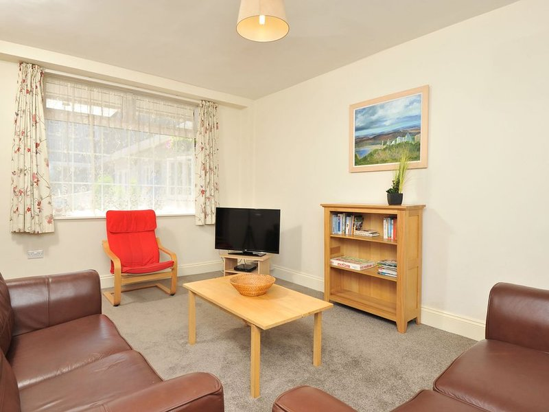 9 Trinity Mews - coaching mews just a few steps from harbour and town centre in, vacation rental in Torquay