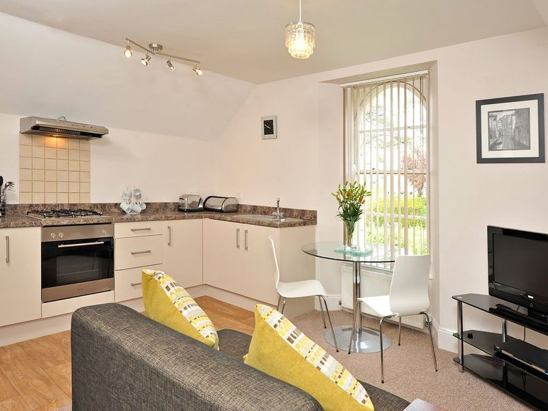 Astor House (1a) Modern cosy one bed apartment sleeping 2, vacation rental in Torquay