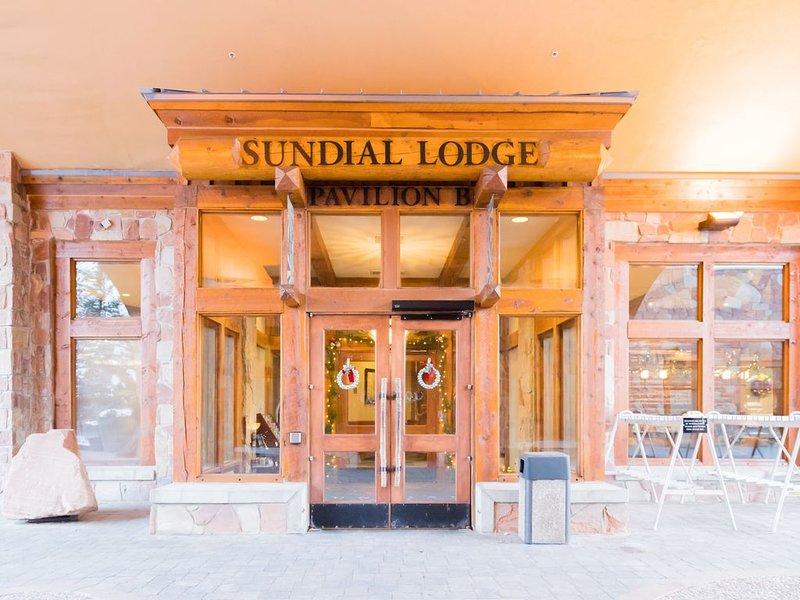 BEAUTIFUL SUNDIAL~STEPS FROM GONDOLA~ LAST MINUTE BOOKING SPECIAL~$350/NT, alquiler de vacaciones en Park City