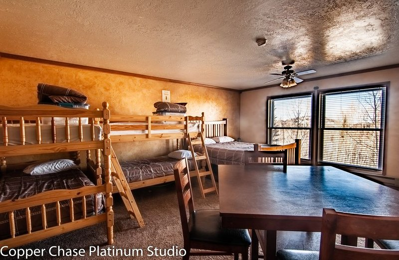 Brian Head Platinum Studio, Pool-Jacuzzi, Ski-In/Out, , Sleeps 7,  Elevator, location de vacances à Brian Head