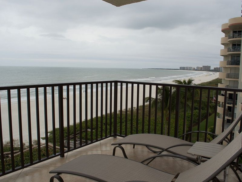 Sea Winds 606 Welcomes you!  Spacious Corner Unit.   80+ Reviews!, vacation rental in Marco Island