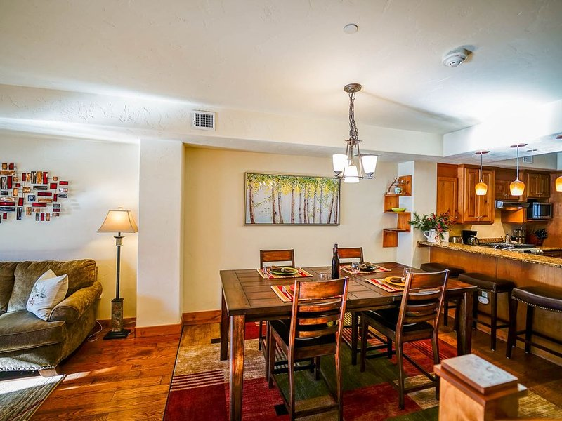 Downtown Steamboat + Walk to Dining & Shopping + Great Views +Rent 4nts 5th FREE, vacation rental in Steamboat Springs