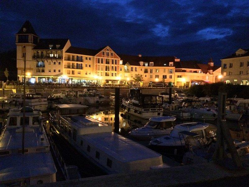 Belle Peniche tout confort à 30 min de Paris, holiday rental in Jouy-le-Moutier