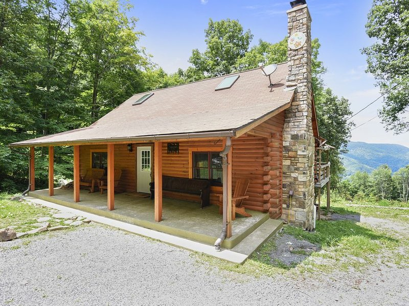Secluded Cabin, Comfortable Luxury, Valley Views ~ Mountain Glory, vacation rental in Elkins