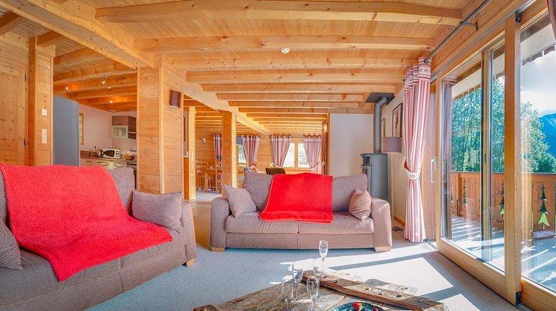 Chalet de luxe avec spa, proche du centre et des remontées mécaniques, vacation rental in Chatel