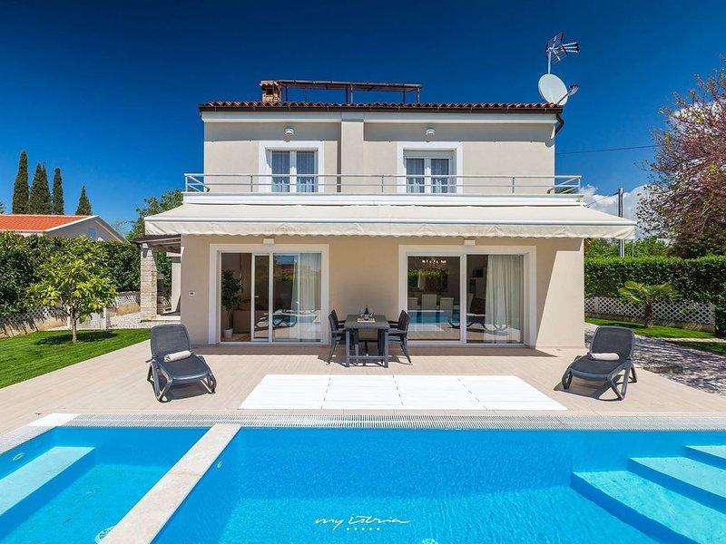 Luxury villa with private pool near Porec, vacation rental in Porec