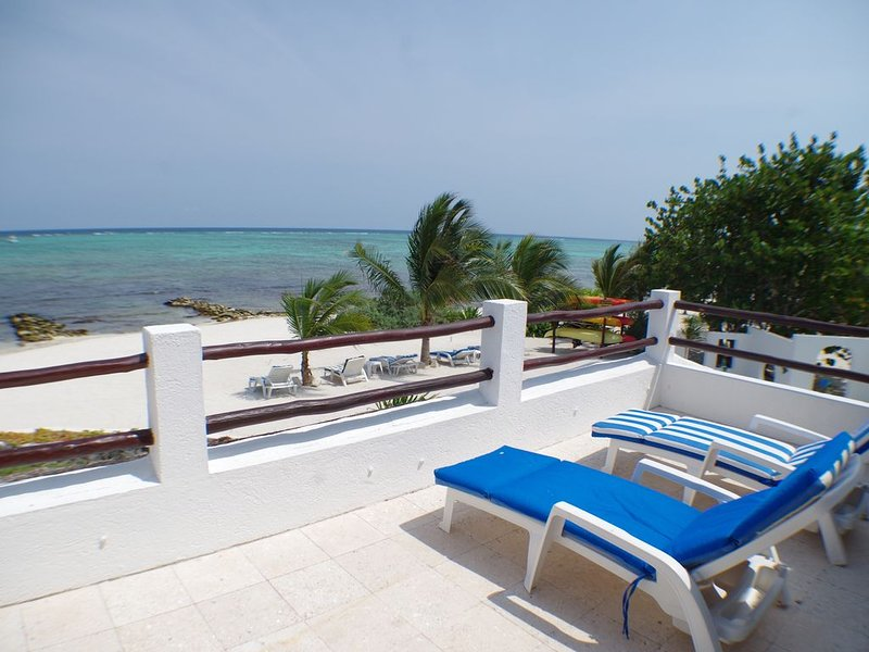 Casa Playa Azul -Romantic Private Beach Villa-Tankah -Cook, Wifi, Pool, Paddle – semesterbostad i Tulum
