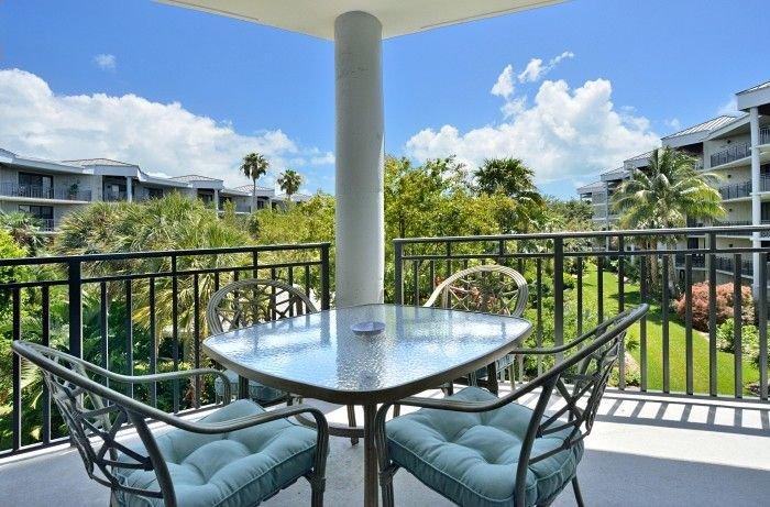 'ATLANTIC BREEZE' ~ 2B/2BA Tropical Retreat w/ Pool, Fitness Area & Beach!, vacation rental in Stock Island