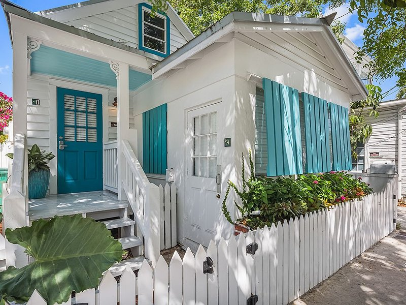 'TIDES ON SIMONTON' ~ Perfectly located just off Duval and all the fun!, vacation rental in Key West