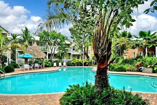 'CASA DE VINO' ~ Excellent Price for an Amazing Townhouse with Pool & Tiki!, Ferienwohnung in Key West