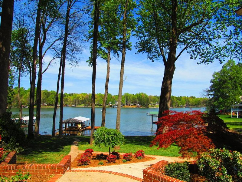 Fun for Entire Family!  Game Room| Lake Bar| Boat rentals-Lucky's, vacation rental in Mooresville