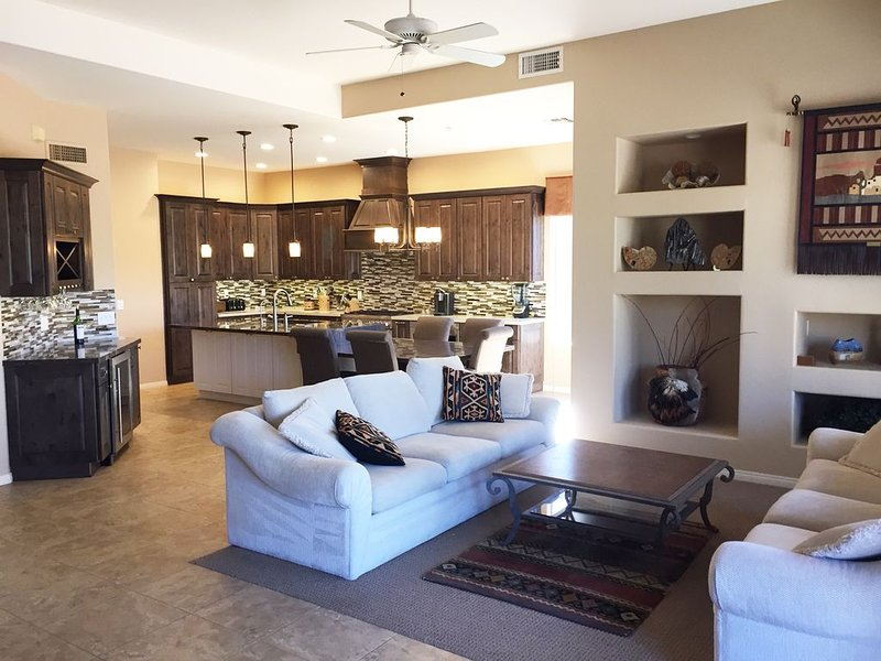 Newly Remodeled Single-Family Home in Terravita - Championship Golf and Tennis, Ferienwohnung in Carefree