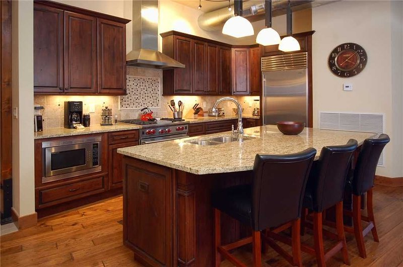 Modern Condo in Downtown - Hot Springs Pass Included, holiday rental in Clark