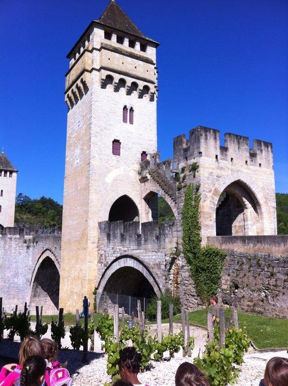 El puente Valentré en Cahors y clasificado como Patrimonio de la Humanidad por la UNESCO