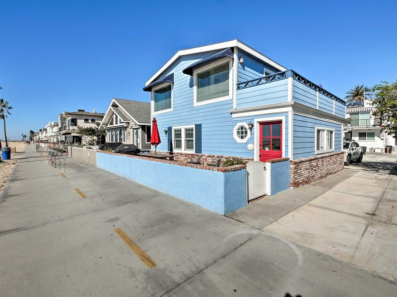 STOP! THIS IS THE HOUSE.ON THE SAND.WALK TO THE WATER.  GREAT FAMILY HOME!, holiday rental in Newport Beach