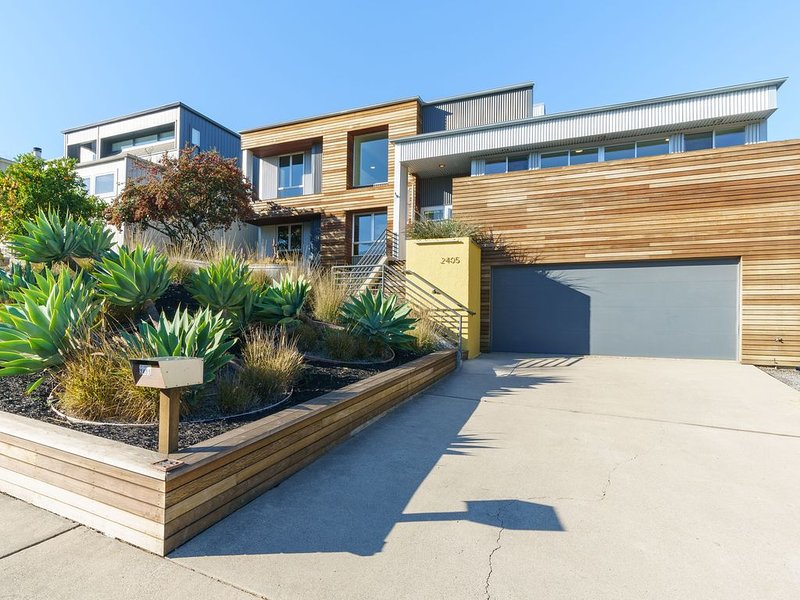 Modern View Home only 1 Mile to Downtown SLO!, alquiler vacacional en Santa Margarita