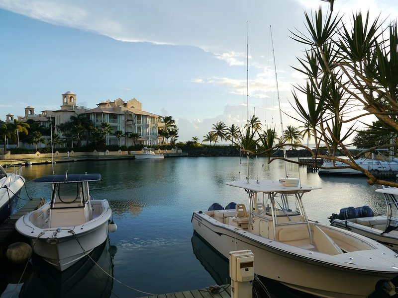 Beautiful water front Apartment, holiday rental in Six Mens
